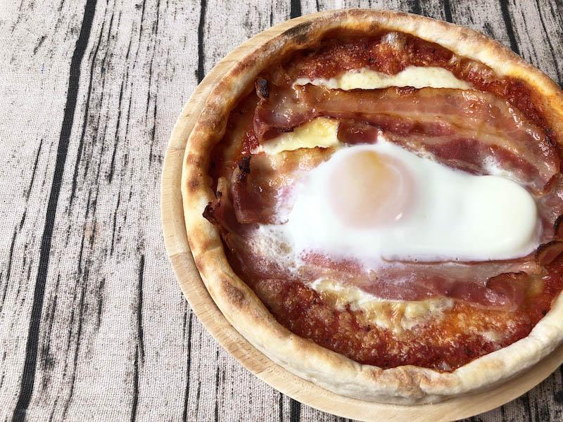 カーサ・カキヤの冷凍ピザ「お肉屋さんの旨ベーコンピザ」